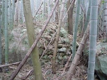 P1220934岩間の石積み(逆方向).JPG