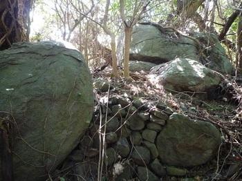 P1230035岩・石積み.JPG