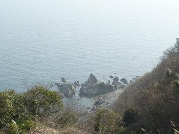 P1230101海岸沿いの岩.JPG