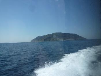 P1230242帰りの船内から祝島.JPG