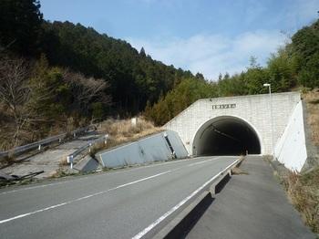P1230395トンネル付近の下降口(逆方向).JPG
