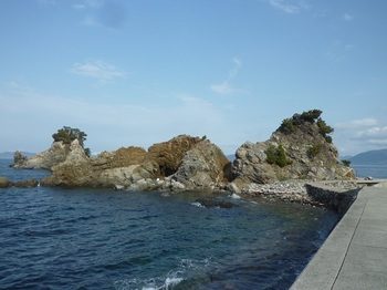 P1230460船着場の岩礁.JPG