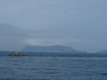 P1230469雲を被った祝島.JPG