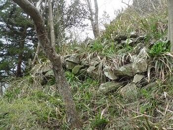 P1230576鞍部西側の石垣.JPG