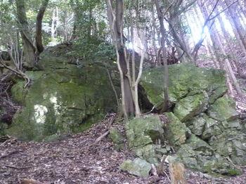 P1260370上方の岩.JPG