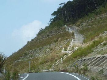 P1280344斜面のコンクリート取り付け道・龍山峠(逆方向).JPG