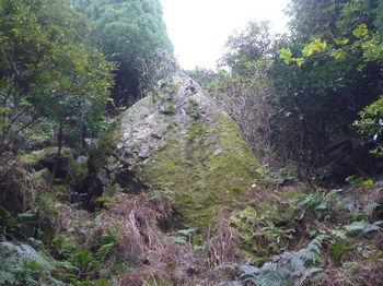 P1290247左方向に大岩.JPG