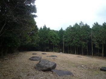 P1300302広場(大浦岳方向).JPG
