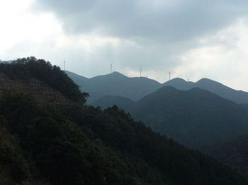 P1300680白滝山尾根上の風車.JPG