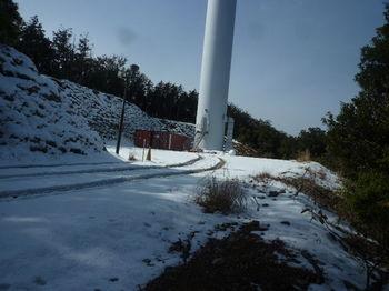 P1300790風車管理道出合い・風車.JPG