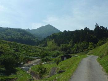 P1330627舗装農道・神宮山.JPG