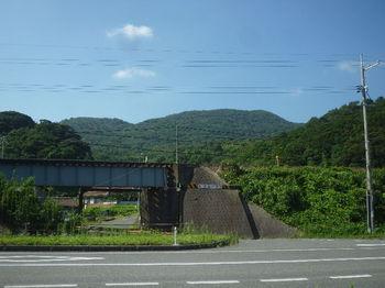 P1340090鉄橋・大平山.JPG