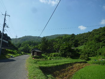 P1340092民家沿い・大平山.JPG