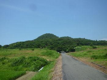 P1340200農道から大平山.JPG