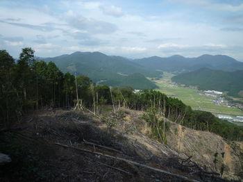 P1340683伐採地の展望(水上山・華山).JPG