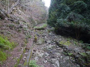 P1350115林道(未舗装箇所).JPG