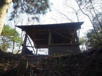 P1350825 640m鞍部のトタン小屋.JPG