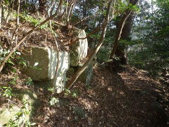 P1350886重ね岩.JPG
