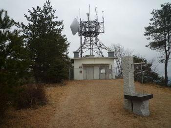 P1360025通信施設②・日時計.JPG