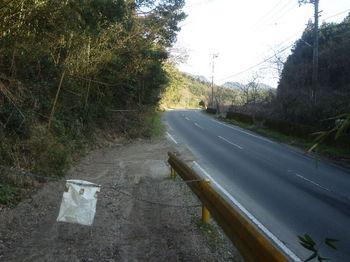 P1360429県道出合い・チェーン柵.JPG