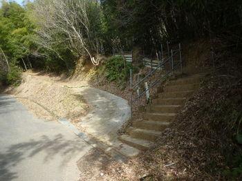 P1360533登山口・コン段・標柱(逆方向).JPG
