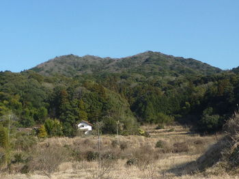 P1360646上腰割集落から山頂を望む.JPG