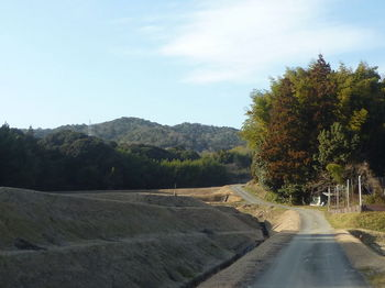 P1370127集落道・前方に平原岳.JPG