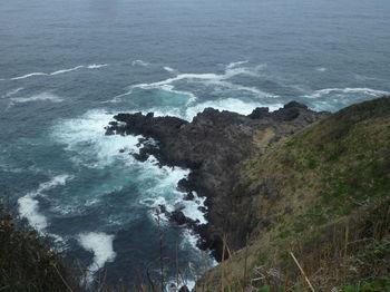 P1370719灯台北側から絶壁を見下ろす.JPG