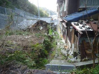 P1370943民家脇の道(逆方向).JPG