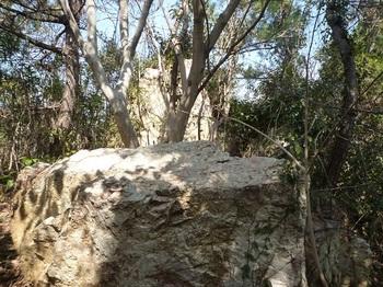 P1010392ピークの岩.JPG