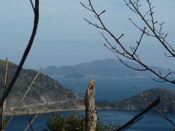 P1010395岩上から牛ヶ首・笹島・大見山.JPG