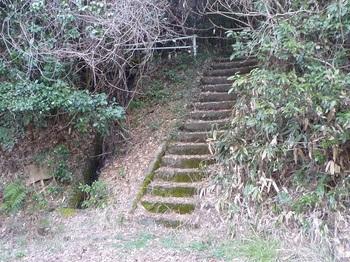 P1150255コンクリート階段・下山口.JPG