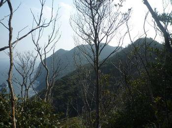 P1370802途中の展望・左奥が山島山.JPG